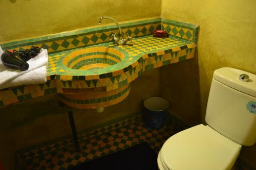 A bathroom at Riad Hôtel Belleville Marrakech