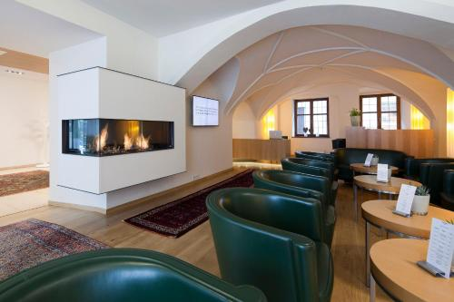 The lounge or bar area at Hotel Maximilian - Stadthaus Penz
