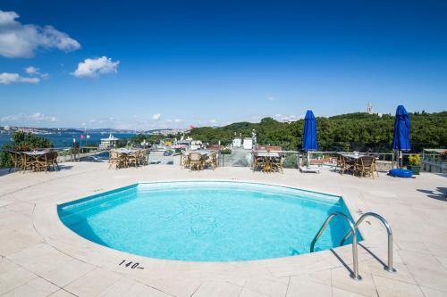 The swimming pool at or near Orka Royal Hotel & Spa