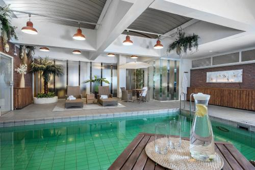 The swimming pool at or near Tulip Inn Ludwigshafen City