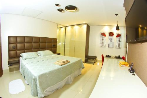 A bed or beds in a room at Hotel Innflat-Business