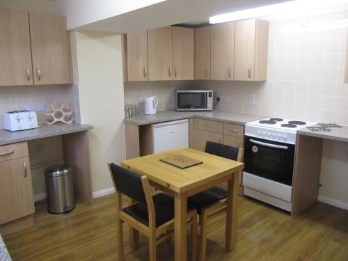 A kitchen or kitchenette at Cottage on the Green
