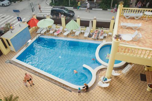 Вид на бассейн в Отель Акрополь или окрестностях