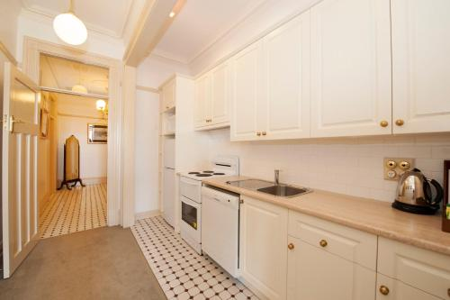 A kitchen or kitchenette at Cobb & Co Court Boutique Hotel