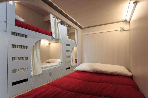 Cama o camas de una habitación en Albergue de Pamplona-Iruñako