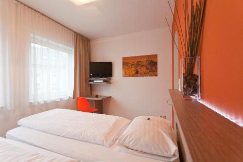 Кровать или кровати в номере Hotel Hofmann