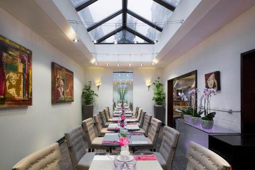 Restaurant ou autre lieu de restauration dans l'établissement Auteuil Manotel