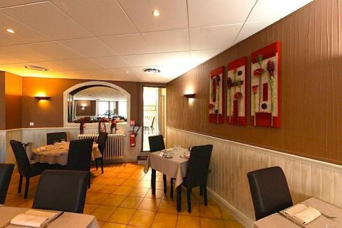 A restaurant or other place to eat at Le Tournedos