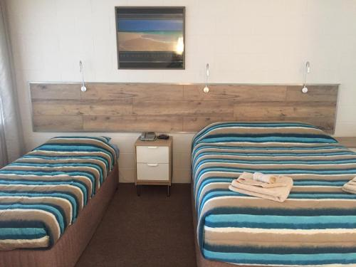 A bed or beds in a room at A & A Motel