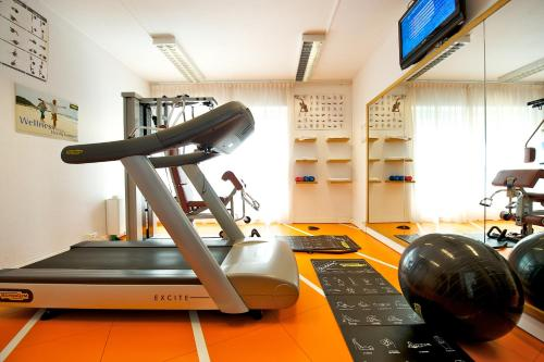 The fitness center and/or fitness facilities at Novotel Firenze Nord Aeroporto