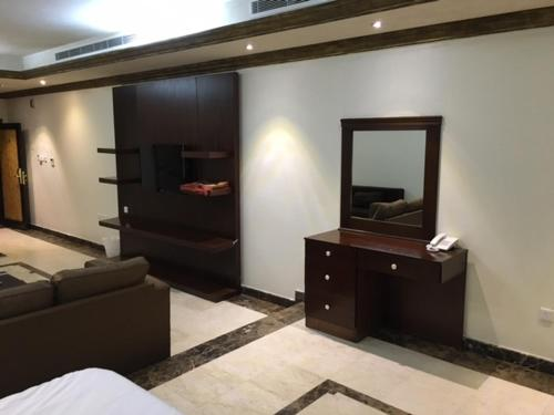 Uma TV ou centro de entretenimento em Nomas Aparthotel