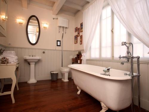 A bathroom at Quinta Miraflores Boutique Hotel