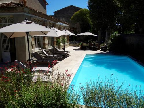 The swimming pool at or close to Bed & Breakfast L'Orangerie