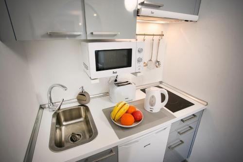A kitchen or kitchenette at Corralejo Lodge