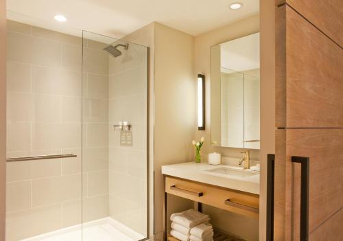 Un baño de Boston Hotel Commonwealth
