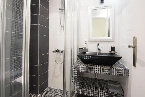 A bathroom at Villa Rose