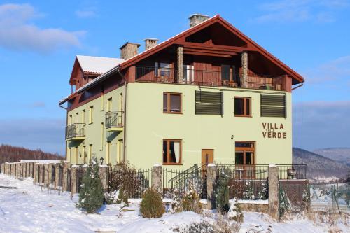 Obiekt Villa Valle Verde zimą