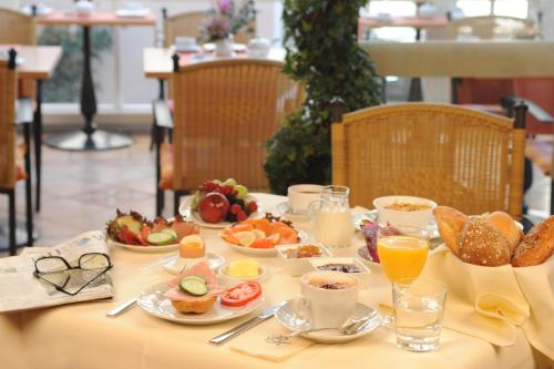 Breakfast options available to guests at Parkhotel Bad Homburg