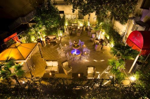 Vista sulla piscina di Hotel Milton Roma o su una piscina nei dintorni