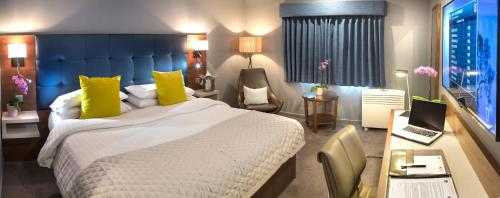 A bed or beds in a room at Best Western Atlantic Hotel