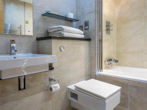 A bathroom at Posh Pads - Liverpool 1 - Apart-Hotel