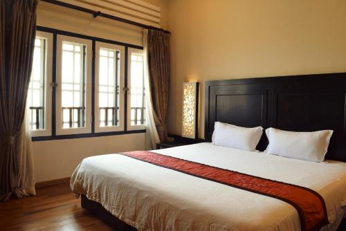 A bed or beds in a room at Jonker Boutique Hotel