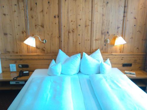 Ein Bett oder Betten in einem Zimmer der Unterkunft Hotel-Gasthof Nutzkaser