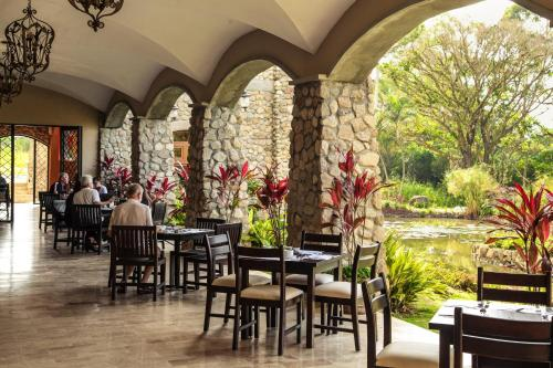 A restaurant or other place to eat at Los Mandarinos Boutique Hotel & Spa