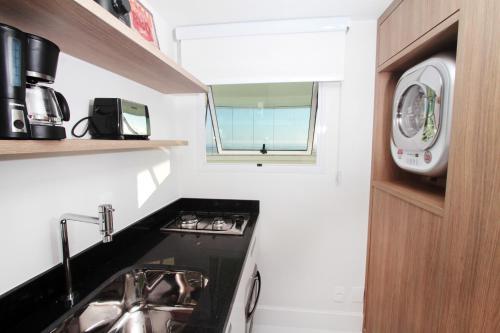 A cozinha ou cozinha compacta de Flat Ocean View III