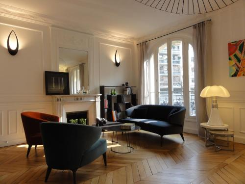 A seating area at Relais12bis Bed & Breakfast By Eiffel Tower