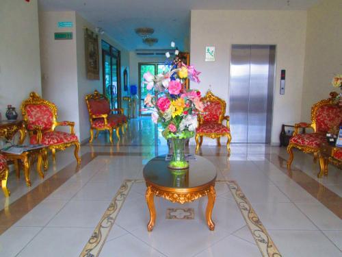 The lobby or reception area at Hotel Garzota Inn