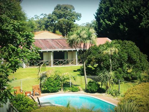 The swimming pool at or near Karri Forest Motel