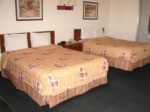 A bed or beds in a room at Gate 1 Inn