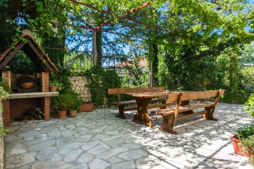 BBQ facilities available to guests at the guest house