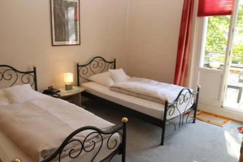 A bed or beds in a room at Hotel Rheinland Bonn - Bad Godesberg