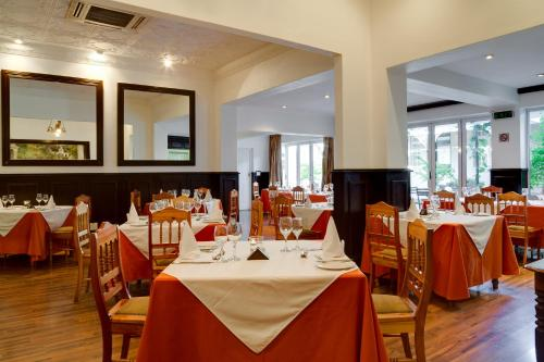 A restaurant or other place to eat at Protea Hotel by Marriott Dorpshuis & Spa Stellenbosch