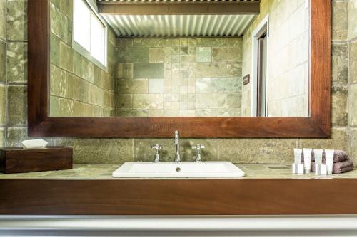 A bathroom at Orbost Motel