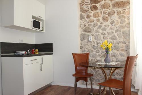 A kitchen or kitchenette at City Break Dubrovnik Apartments
