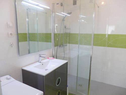 A bathroom at Apartment Victor Hugo