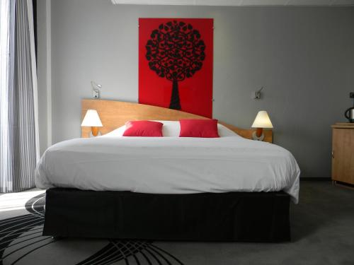 A bed or beds in a room at Mercure Epinal Centre