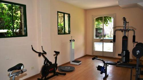 The fitness center and/or fitness facilities at Hotel Salta