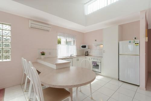 A kitchen or kitchenette at Beach Street Apartments