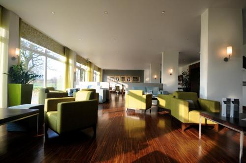 A restaurant or other place to eat at Humber Royal Hotel