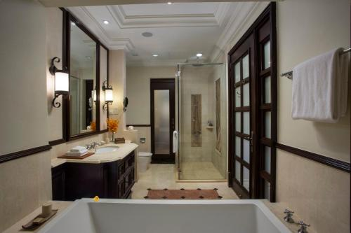 A bathroom at Casa del Rio Melaka