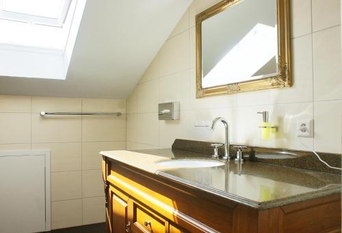 مطبخ أو مطبخ صغير في فندق مطعم فالدكافى