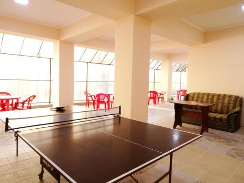 Настольный теннис в Гостевой Дом Радуга или поблизости