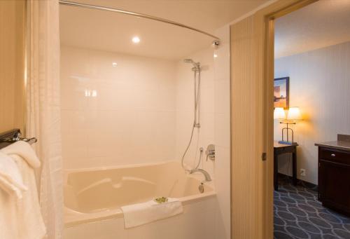 A bathroom at High Country Inn