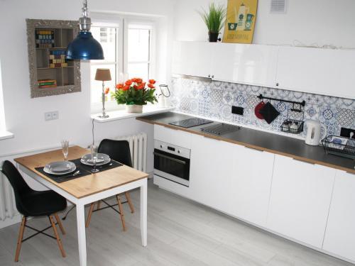 Kuchnia lub aneks kuchenny w obiekcie Elektoralna Warsaw Apartment