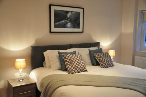 A bed or beds in a room at Andover Apartments