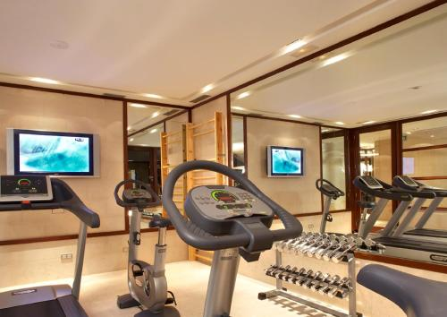 The fitness center and/or fitness facilities at Hotel 1898